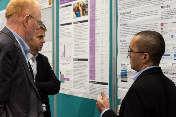 Geraldo B. Silva Junior, discusses his findings with John Feehally and Brett Cullis at WCN'19, in Melbourne, Australia, during the ISN Clinical Research Awards special session.