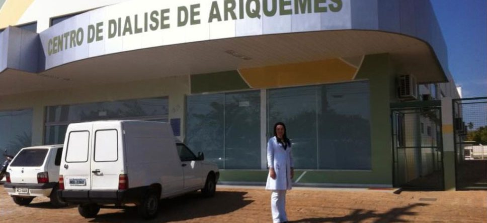 Tatiara Bueno outside the new dialysis clinic in Ariquemes